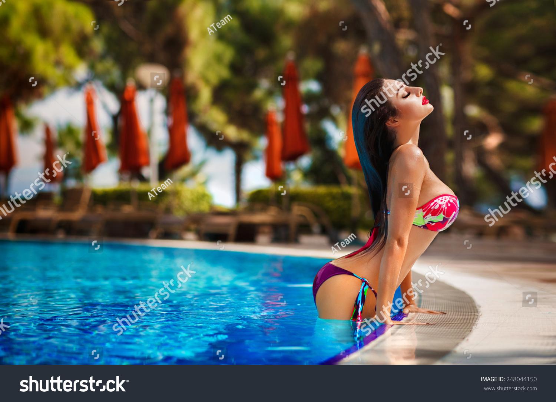 Sexy pool girls