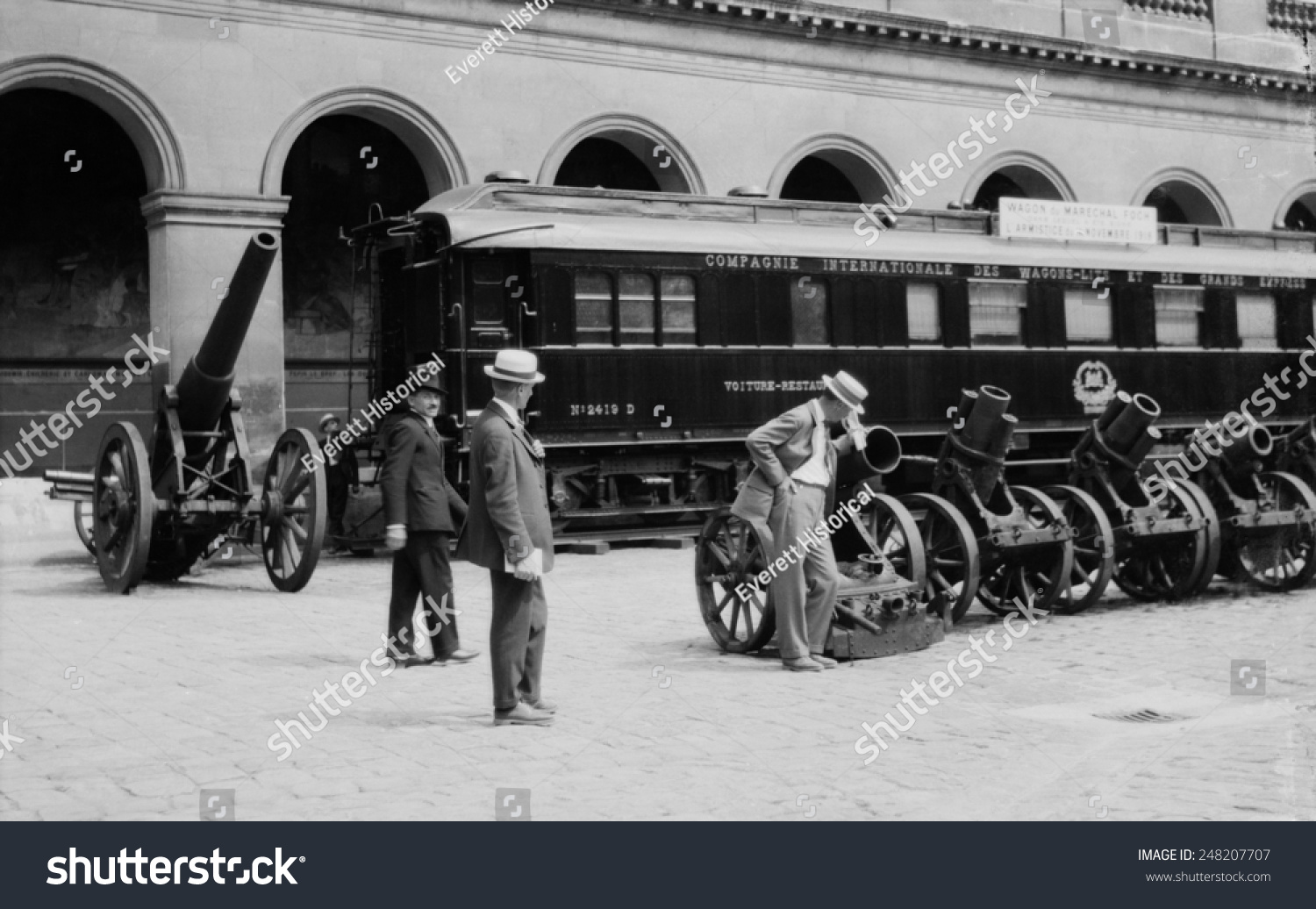 French railroad car in which armistice ending ww1 was for French shows