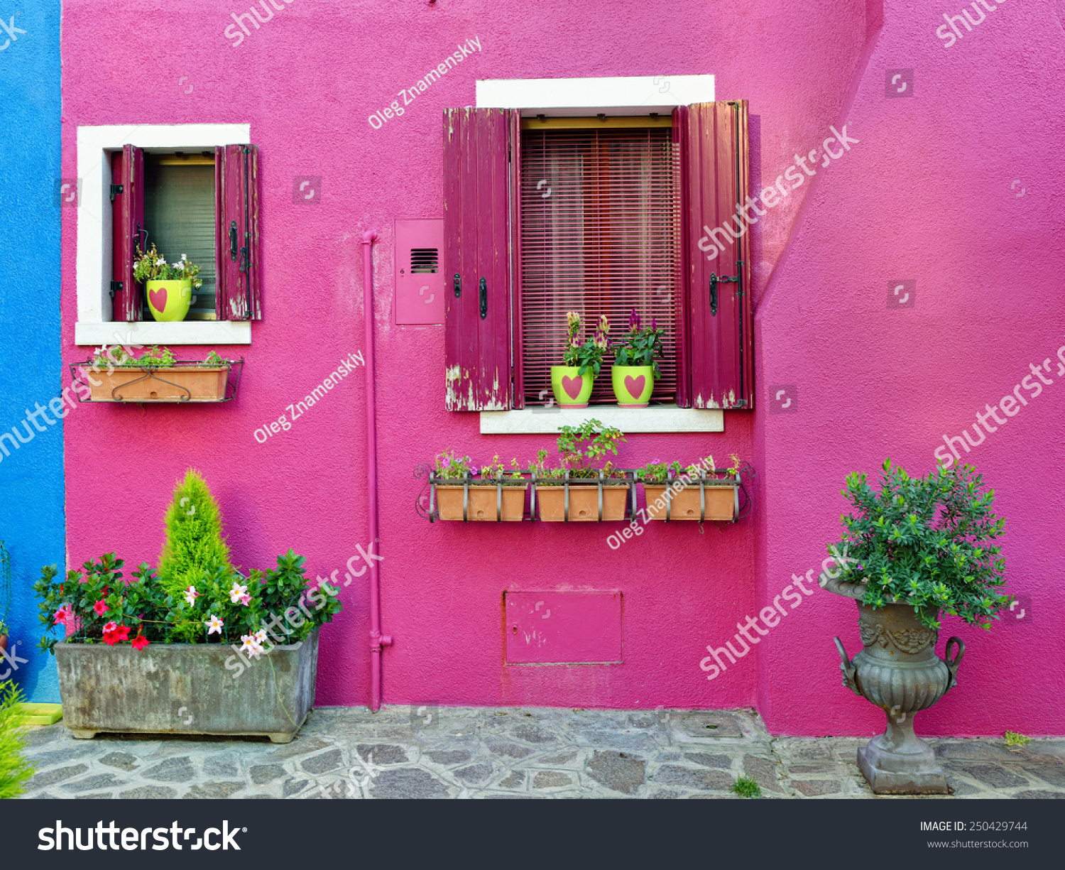 Burano island, Venice. Decorated facade of the house. Colorful ...