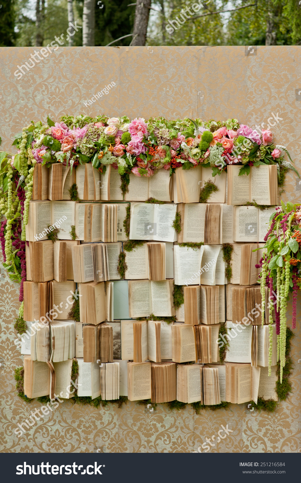 Wedding photobooth decoration zone decorated books stock for Decoration zone