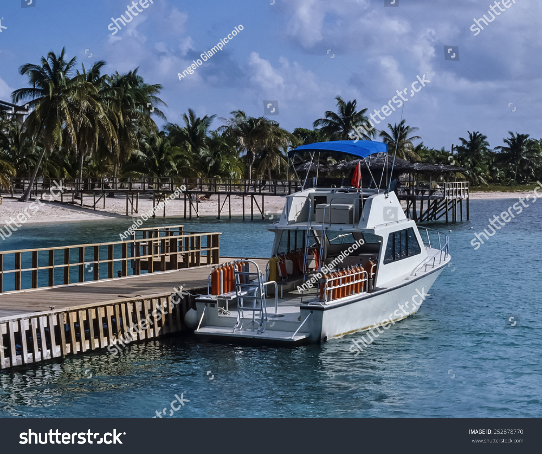 Caribbean Sea, Cayman Islands,Grand… Stock Photo 252878770 ... on nassau caribbean, saint-martin caribbean, belize caribbean, cooper island caribbean, caicos caribbean, pennsylvania caribbean, windward islands caribbean, el salvador caribbean, eustatius caribbean, union island caribbean, monaco caribbean, anegada caribbean, virgin islands caribbean, guam caribbean, dominica island caribbean, jamaica caribbean, peter island caribbean, guatemala caribbean, chile caribbean, st barts caribbean,