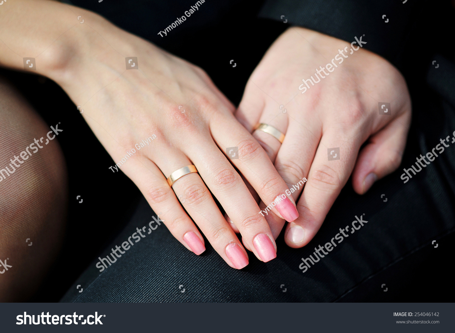 hands with wedding rings. | EZ Canvas