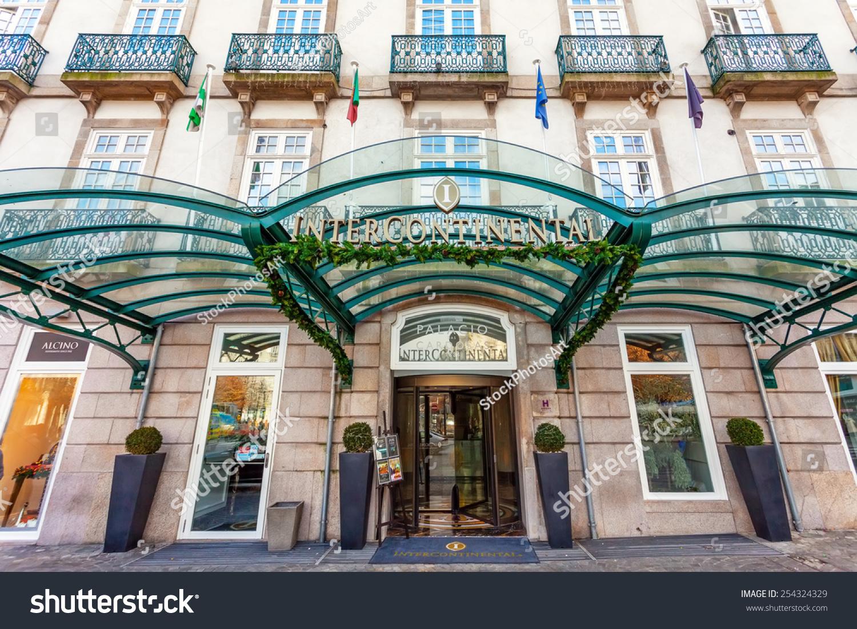 porto portugal january 5 2015 entrance of the palacio das cardosas intercontinental hotel. Black Bedroom Furniture Sets. Home Design Ideas