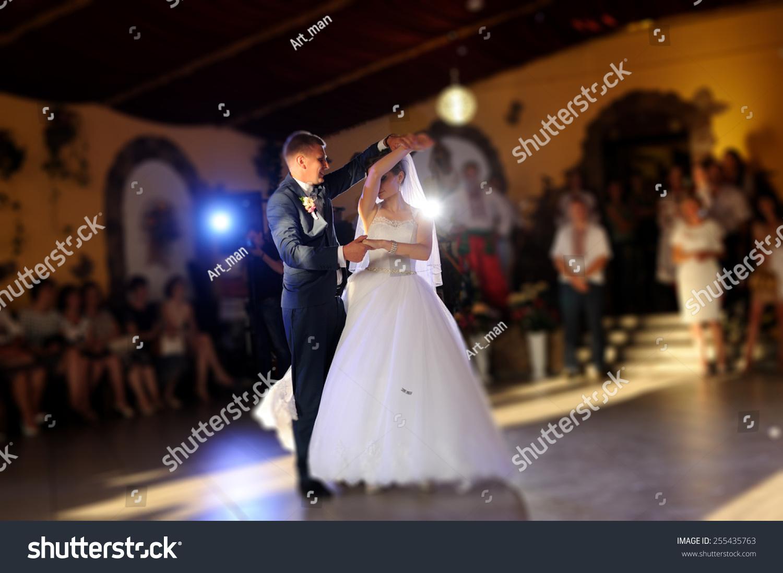 Moldova Wedding Dancing The Bride 66