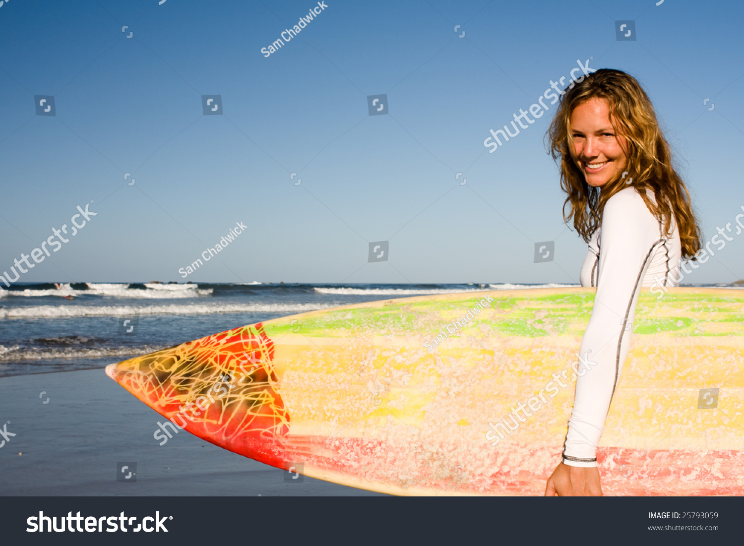 Girl Standing On The Beach Holding - 552.9KB