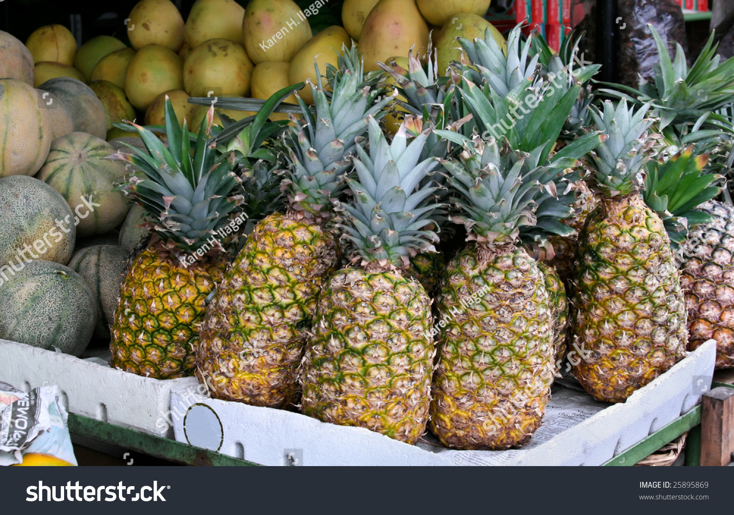 how to know when a fresh pineapple is ripe