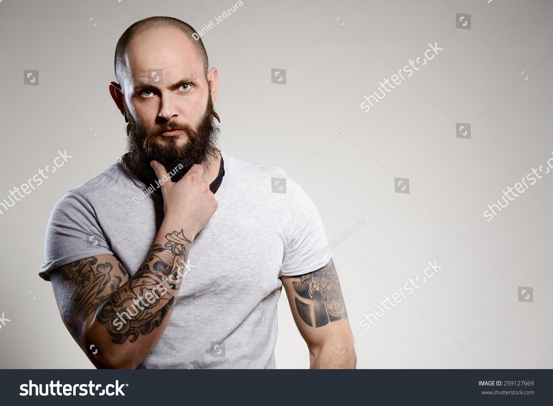 Tattooed bearded man - photo#27