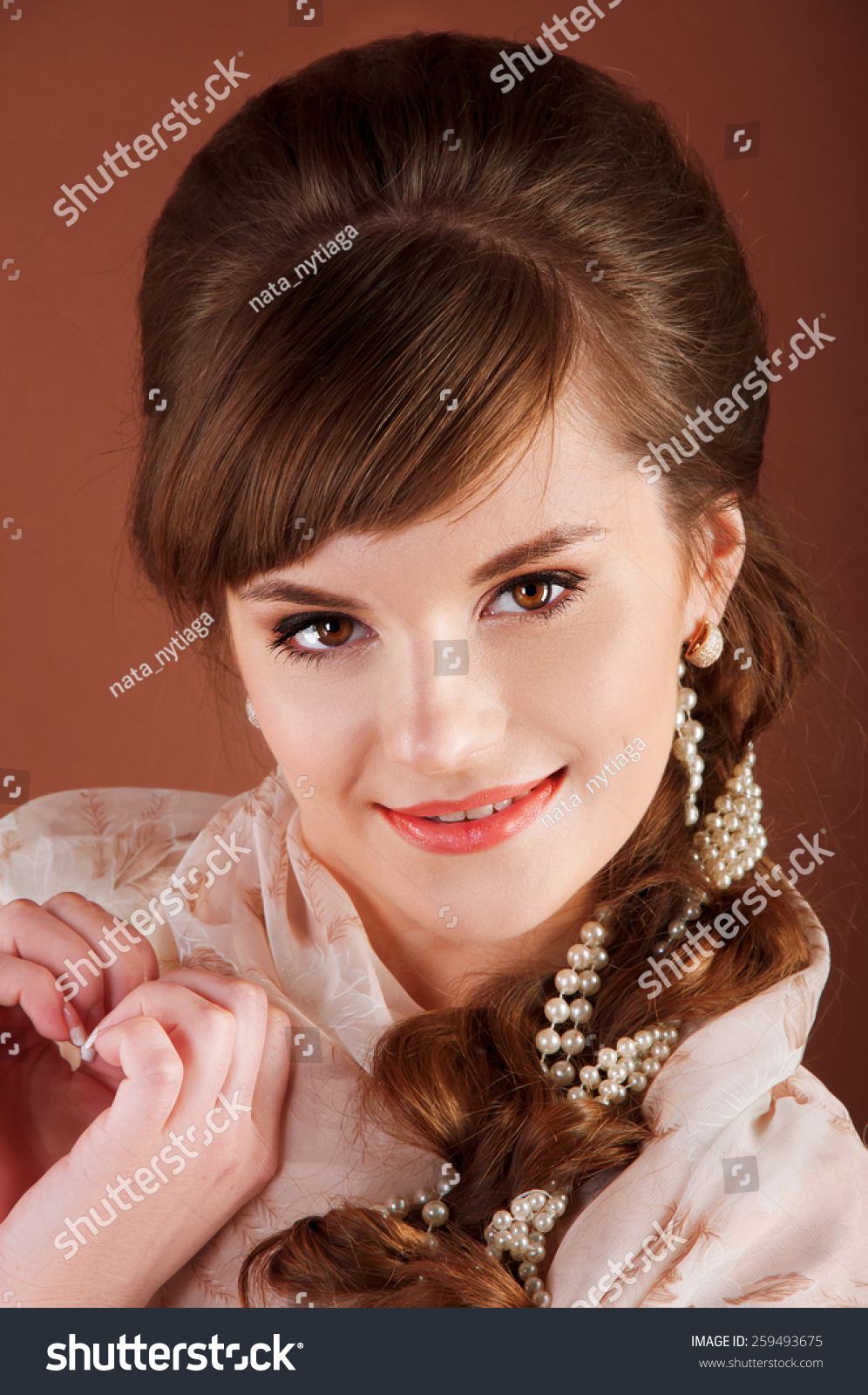 Beautiful Young Bride Retro Hairstyle Smiling Stock Photo (Edit Now ... 2005bb96fc40