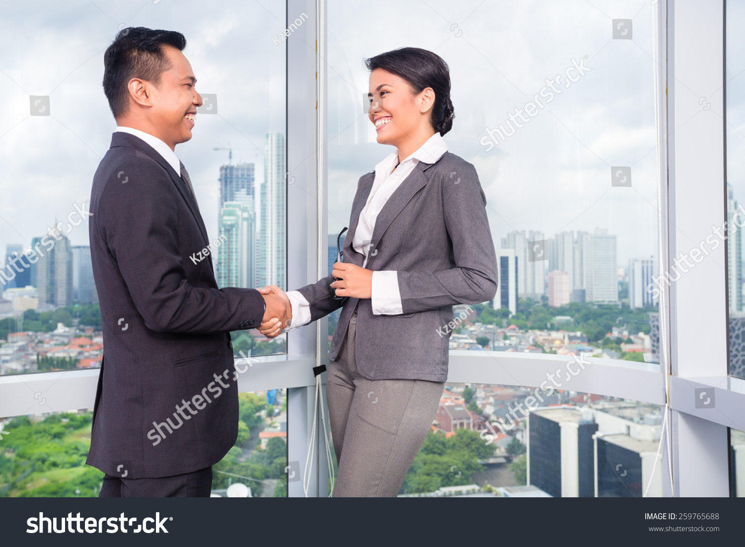 Business people handshake greeting deal at work photo free download - Business People Handshake To Seal Deal In Front Of City Skyline