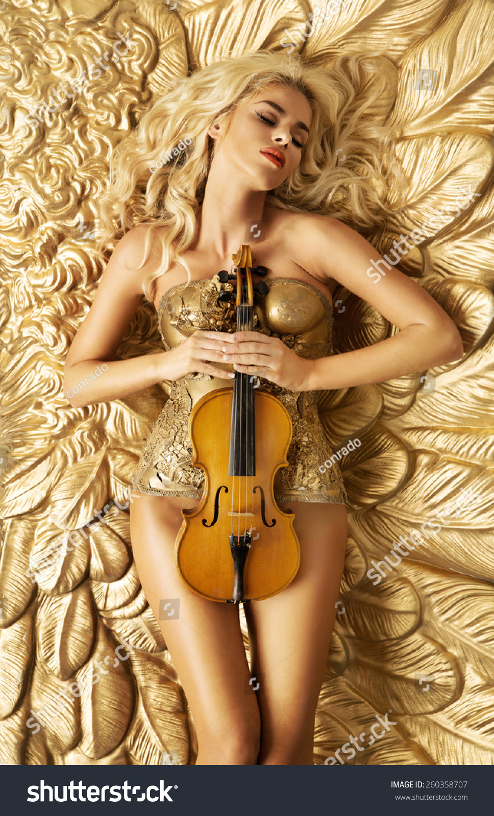 lady nude violinist images