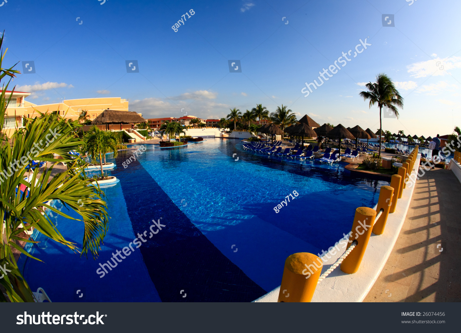 A luxury all inclusive beach resort at night in cancun for All inclusive luxury beach resorts
