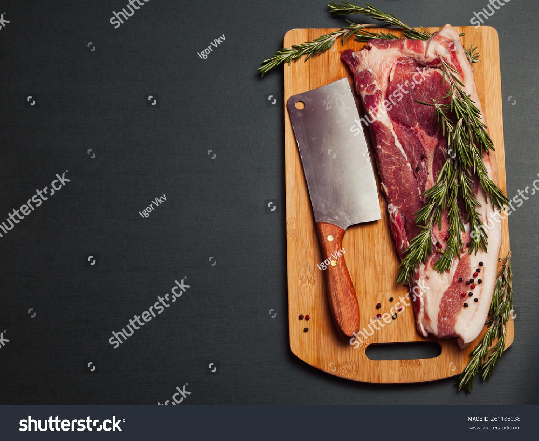 肉高中新鲜。原料肉在调料上。迷迭香猪肉和肉2014v高中砧板三门峡图片