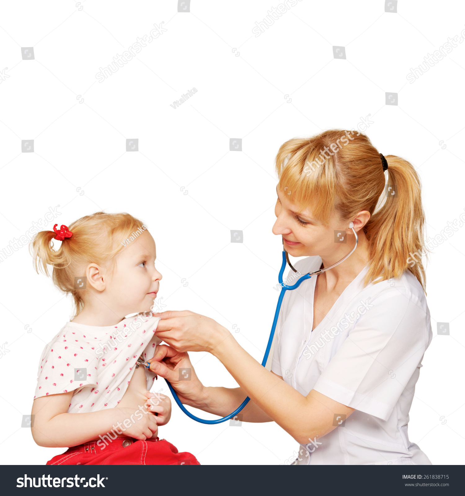 友好的医生执行的心脏和肺听诊恢复婴儿孩子 孤立在白色背景 医疗保健,人物 站酷海洛创意正版图片,视频,音乐素材交易平台 Shutterstock中国独家合作伙伴