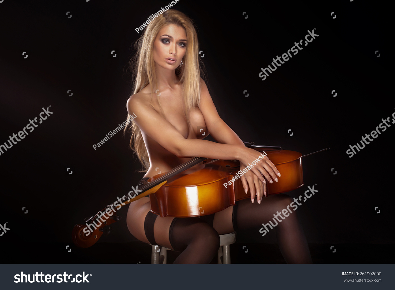 beautiful naked women musicians