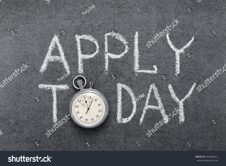 申请今天短语在黑板上手写的老式精确 秒表 代替