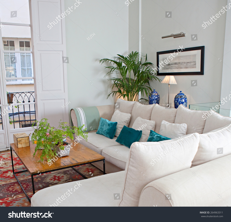 Elegant And Family Friendly Atlanta Home: Still Life Home Interior Of Elegant Family Living Room