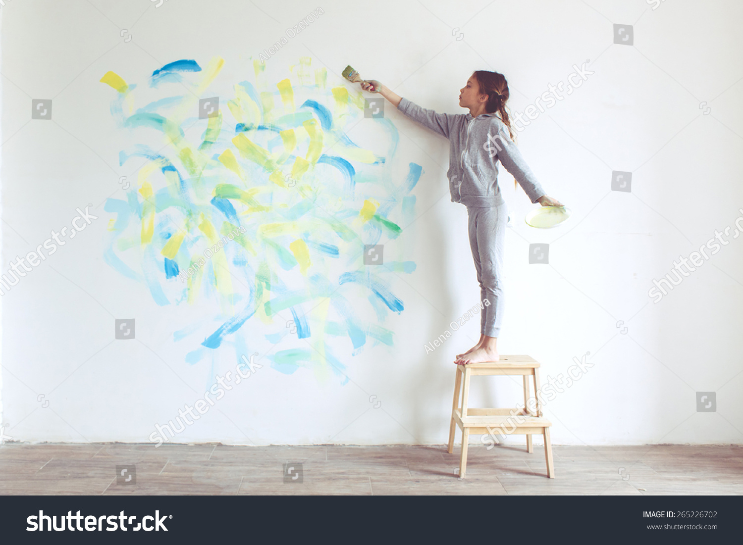 8 years old girl painting the wall at home instagram for Style at home instagram