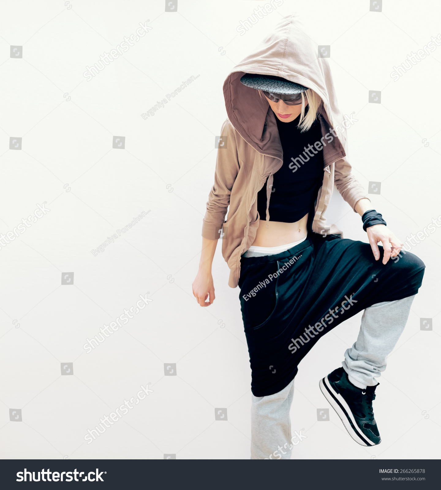Hip Hop Girl Urban Dance Style Stock Photo 266265878 ...