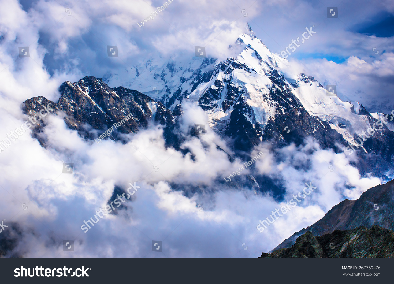 Dykh-Tau 5204--第二个最高的山在俄罗斯,在厄