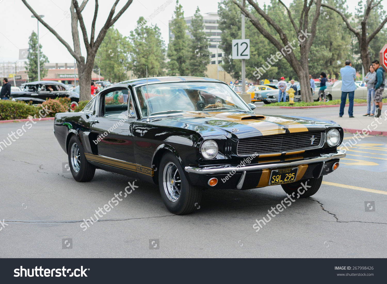 woodland hills ca abril 5 2015 ford mustang classic. Black Bedroom Furniture Sets. Home Design Ideas