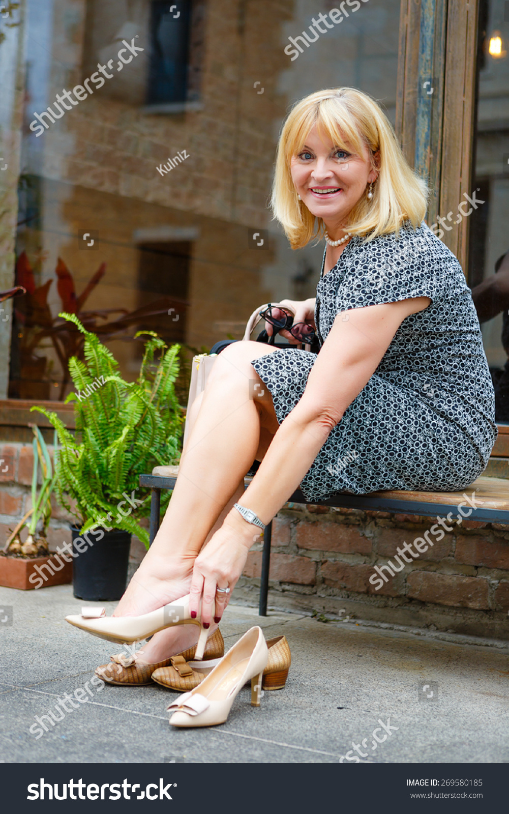 Shoes for 60 Year Old Woman