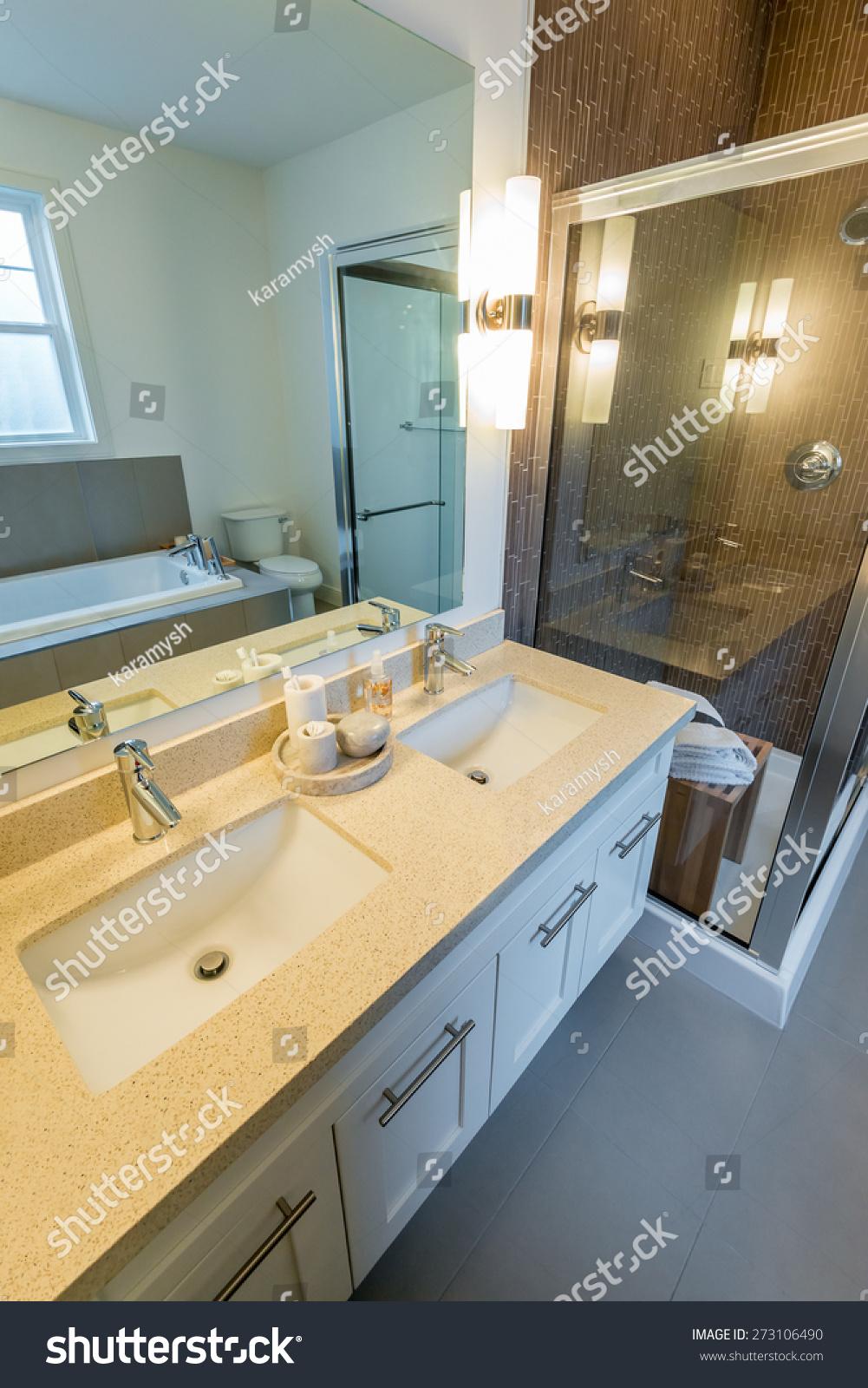 Fragment of a luxury bathroom | EZ Canvas