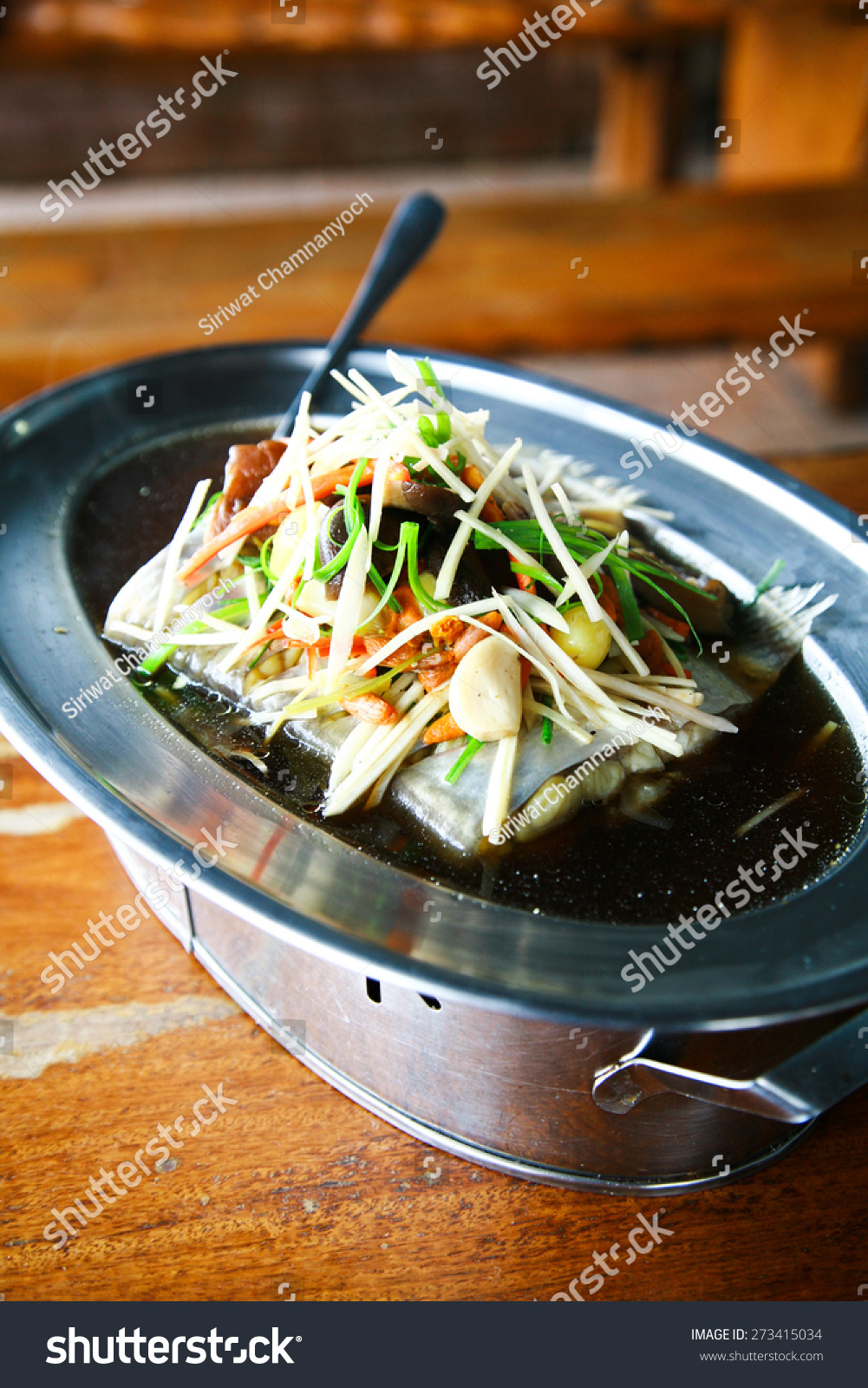 Chinese healthy food steamed seabass in soya been sauce for Healthy sauces for fish