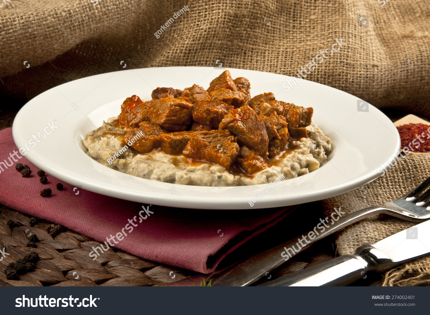 Turkish food eggplant and meat hunkar begendi lamb stew for Aubergine cuisine