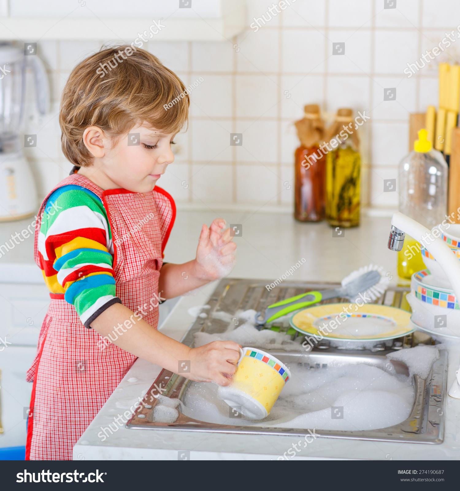 картинки дети моют посуду ромашек волосы