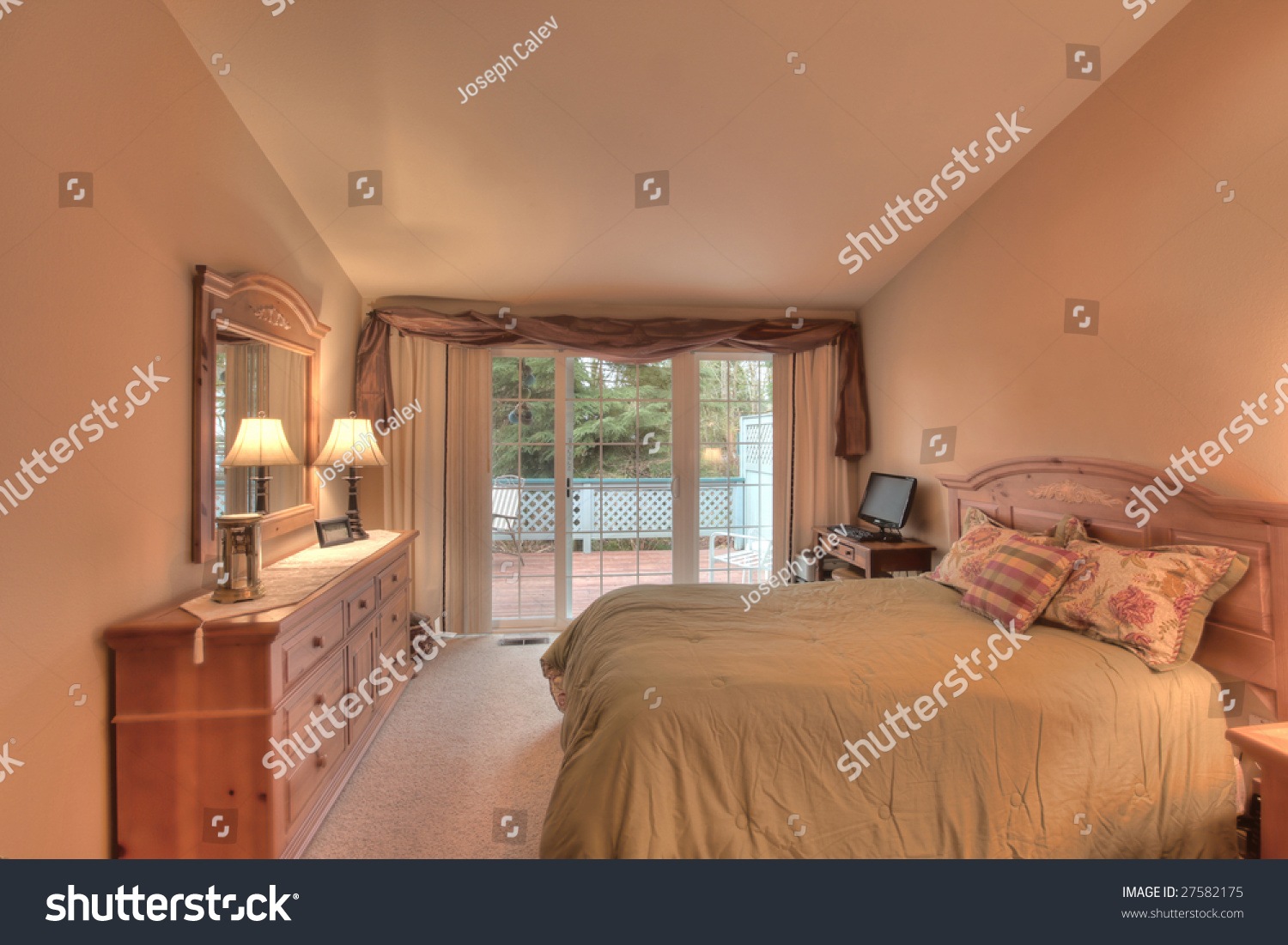 Staged bedroom in house for sale & Staged Bedroom House Sale Stock Photo (Edit Now) 27582175 - Shutterstock