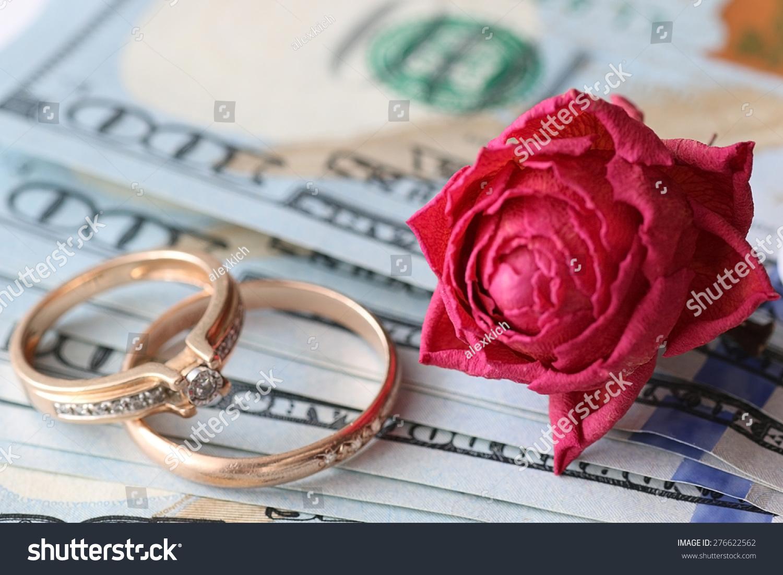Chinese Wedding Gift Money Amount: Us Dollar Rose Gift Wedding Gift Money Stock Photo