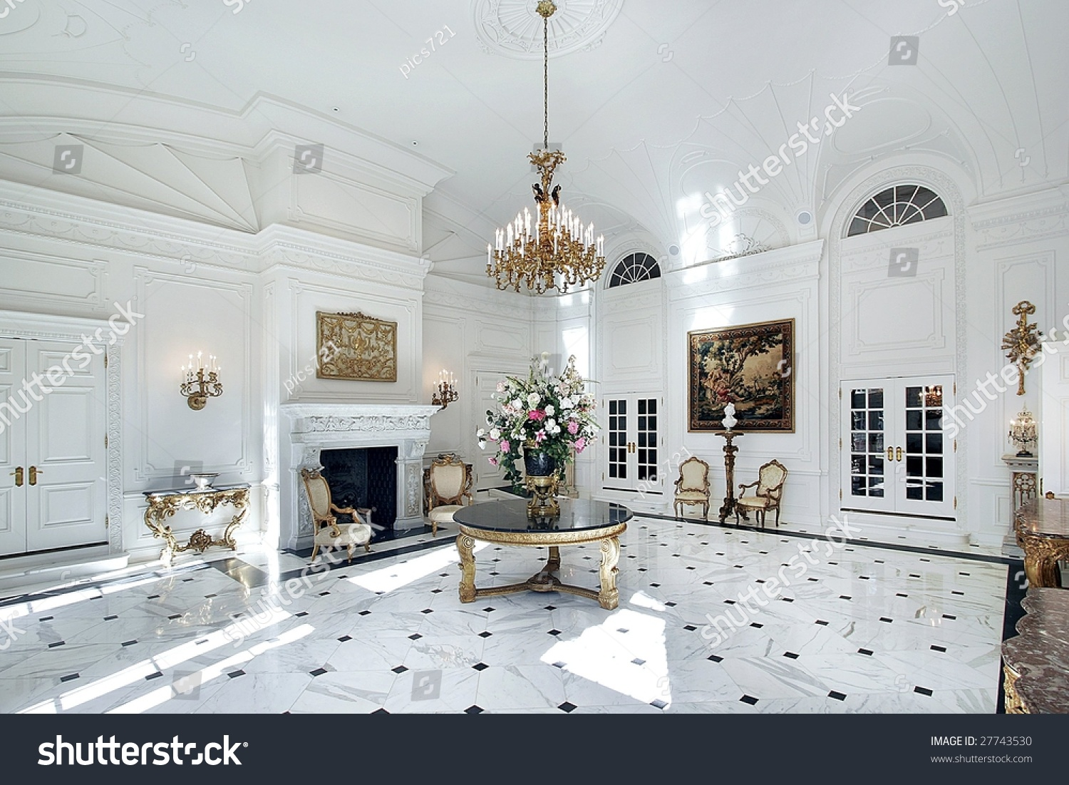 Foyer Grand Large Lorient : Large grand foyer in luxury home stock photo