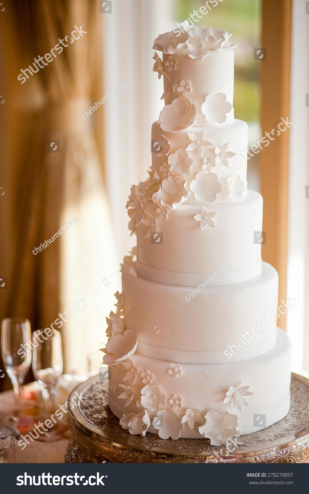 Beautiful White Wedding Cake Stock Photo 278270897