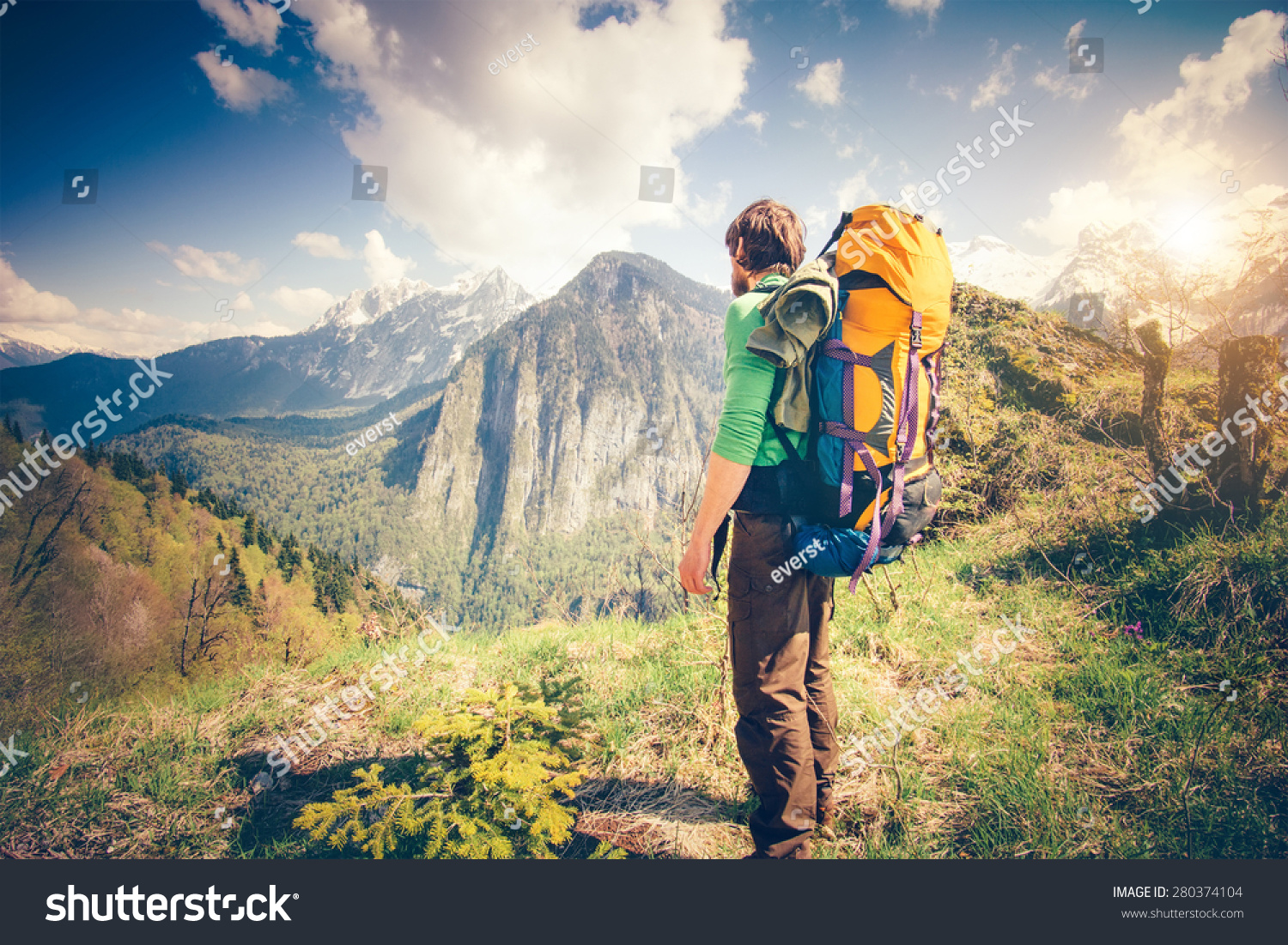 young man traveler backpack relaxing outdoor の写真素材 今すぐ編集