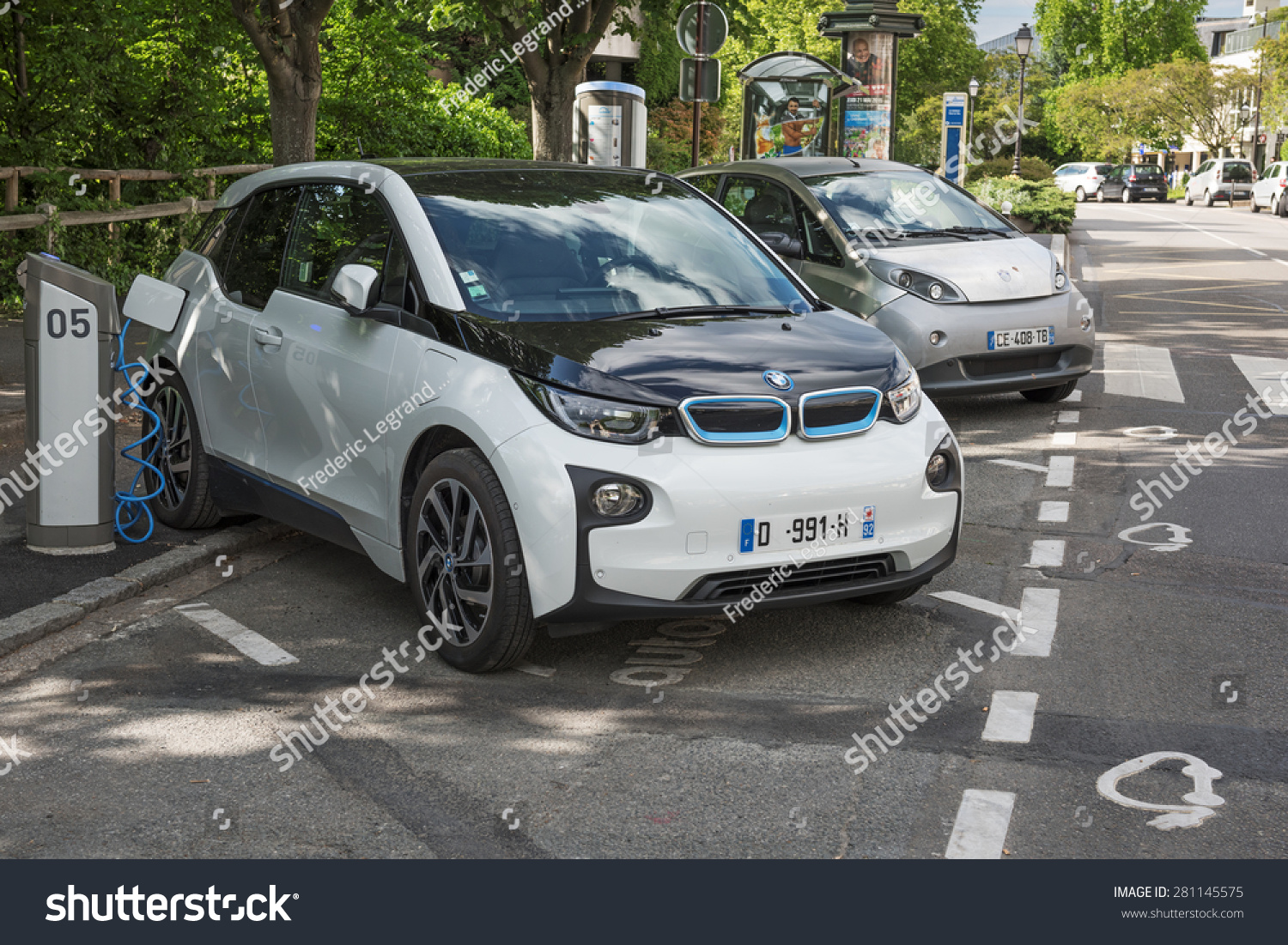 Le Chesnay France  city images : LE CHESNAY, FRANCE MAI 25, 2015: Electric car BMW I3 charging its ...
