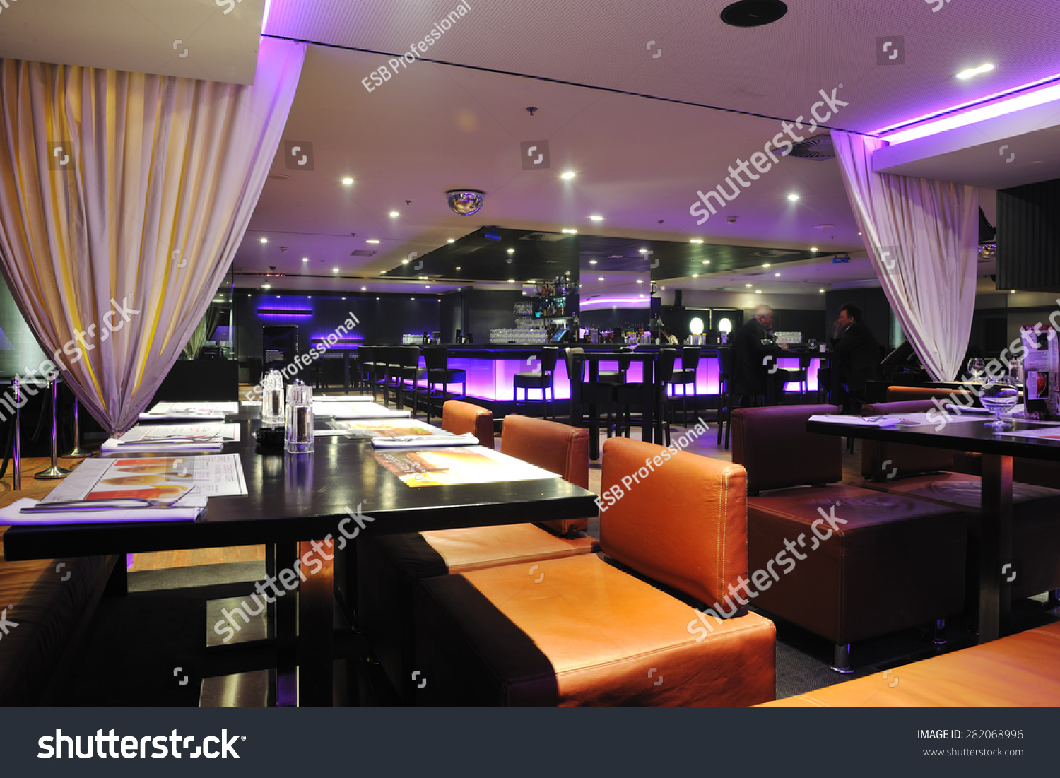 Modern design club restaurant bar indoors stockfoto for Design restaurants club