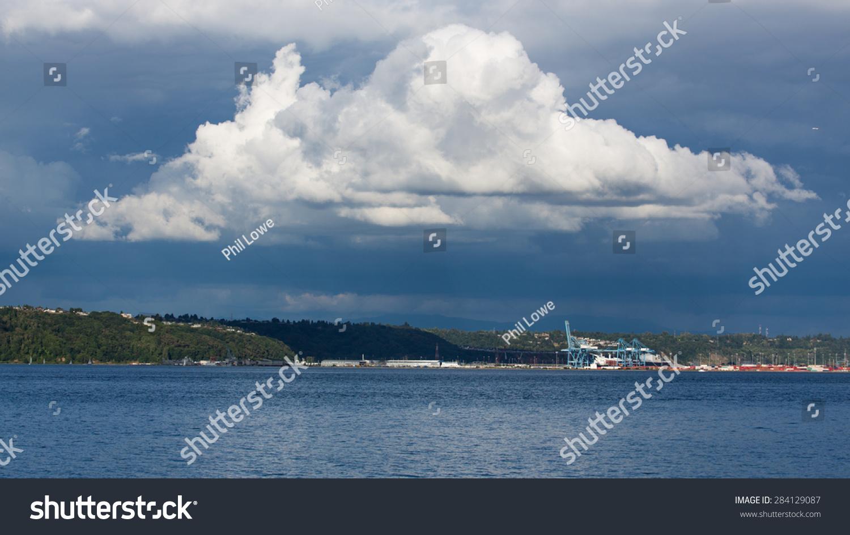 stock-photo-large-cumulonimbus-cloud-set