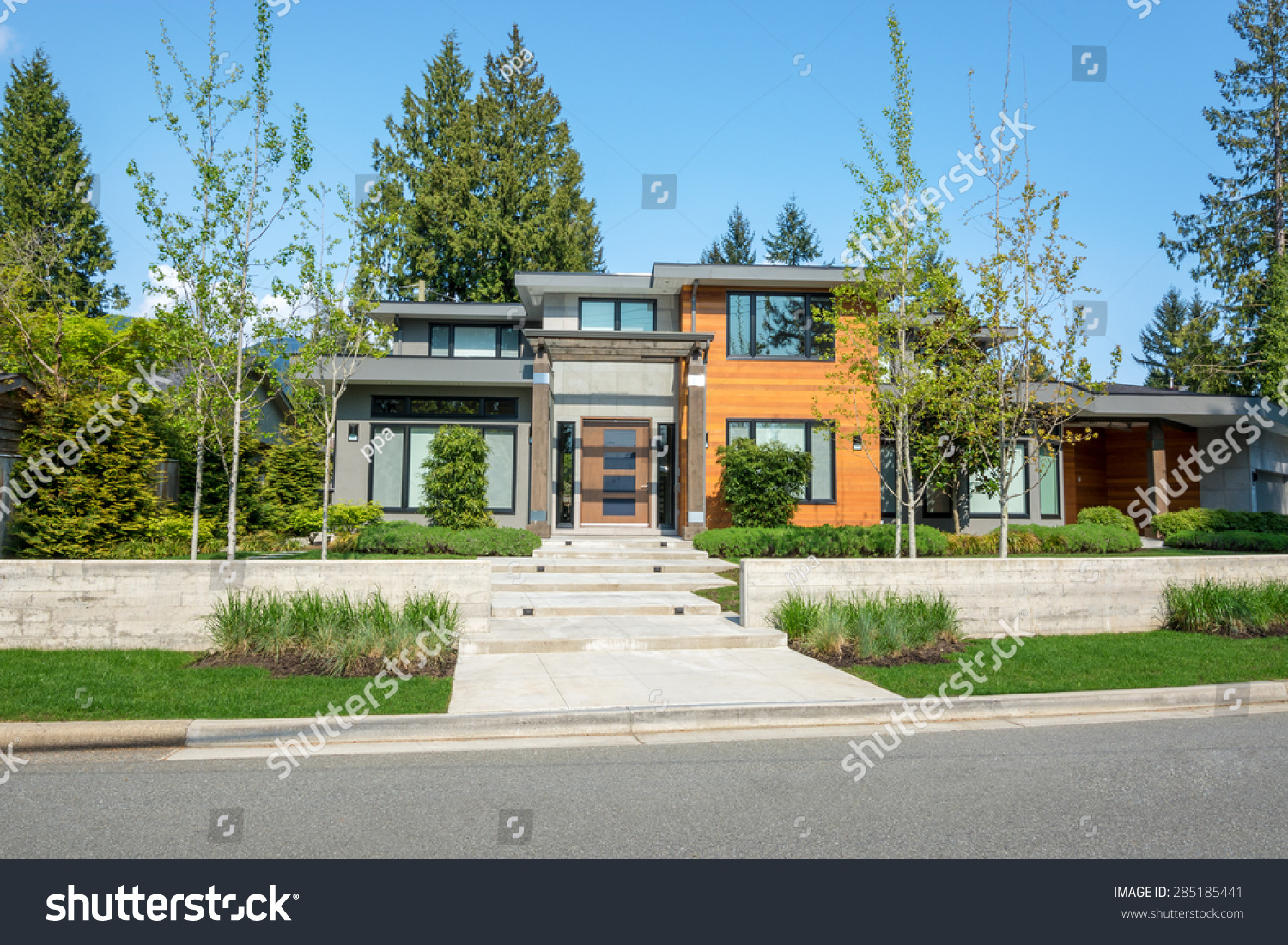Modern house with wood trim exterior and beautiful for Modern homes with wood trim