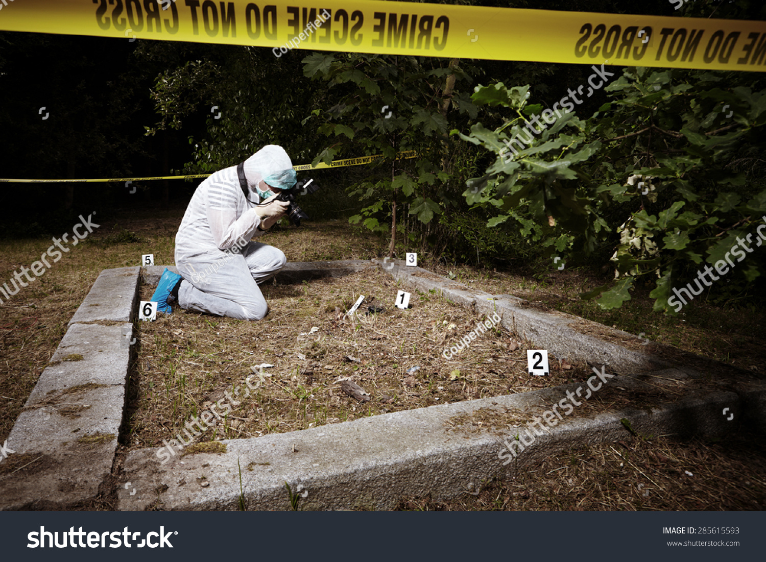the importance of crime scene photography Photographer examiners, often called crime scene photographers, create a permanent visual record of a crime scene through photographs their work is essential to criminal investigation, because detectives and jurors can use the pictures to understand what happened, even months or years later when .