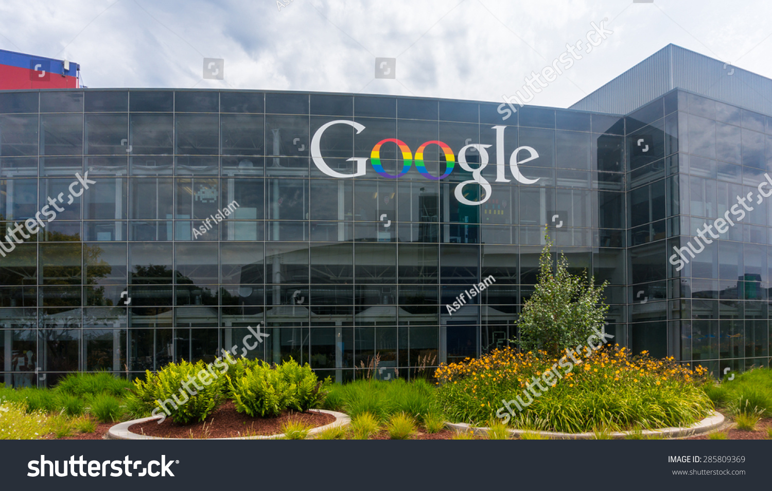 MOUNTAIN VIEW, CA/USA - JUNE 9, 2015: Exterior View Of Google