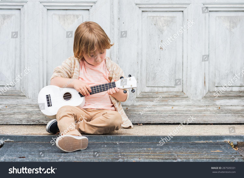 how to hold a ukulele sitting