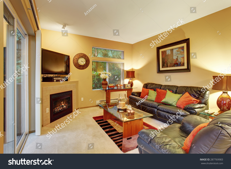 Cozy medium sized living room with carpet lather recliner for Medium sized living room