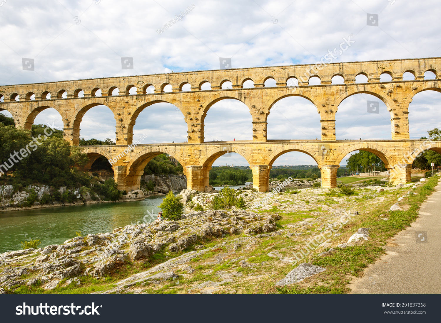 How Old Is The Aqueduct At Nimes 114