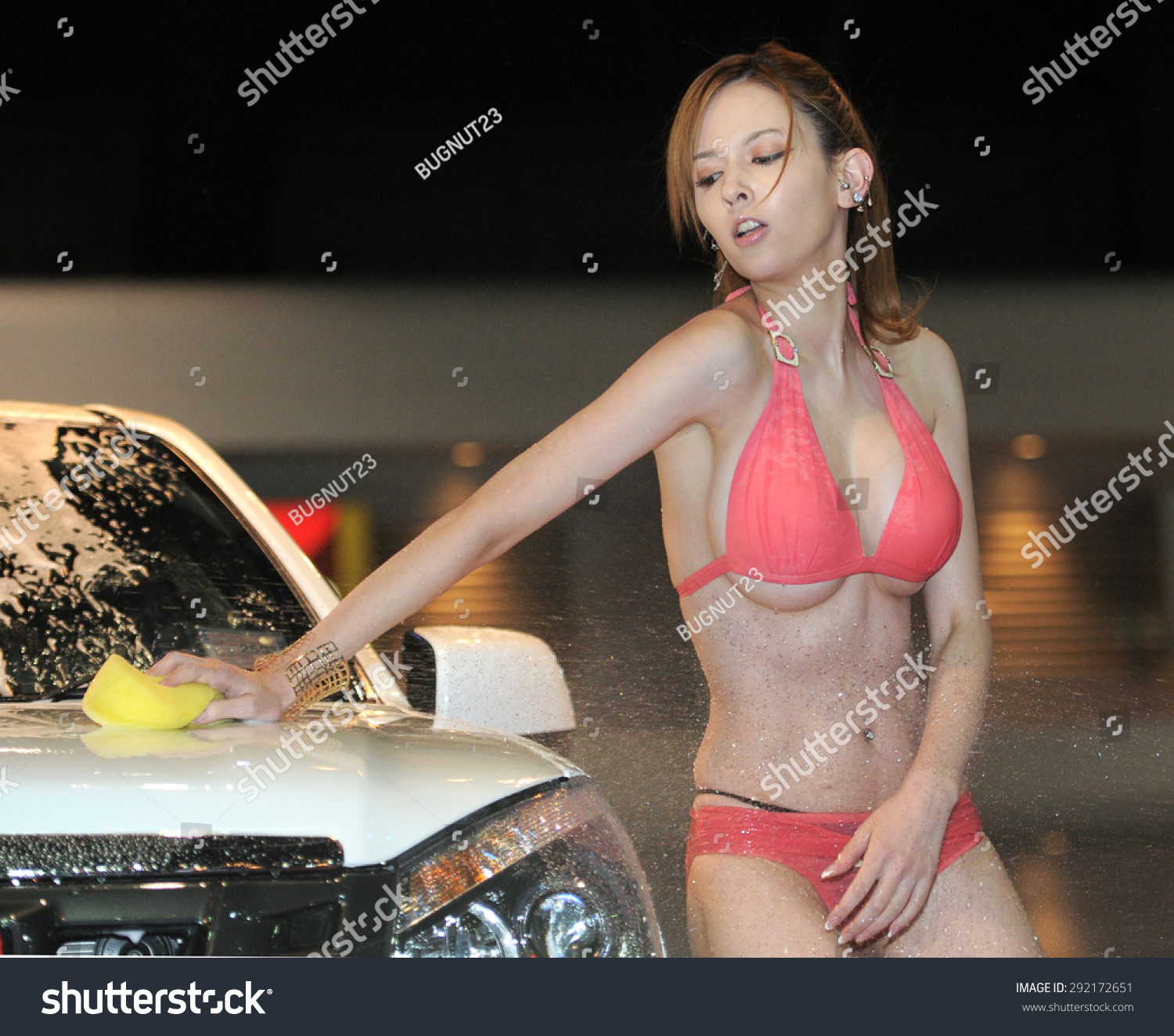Bangkokthailand June 27 Japanese Av Actress Misaki Rola Show Sexy Car Wash