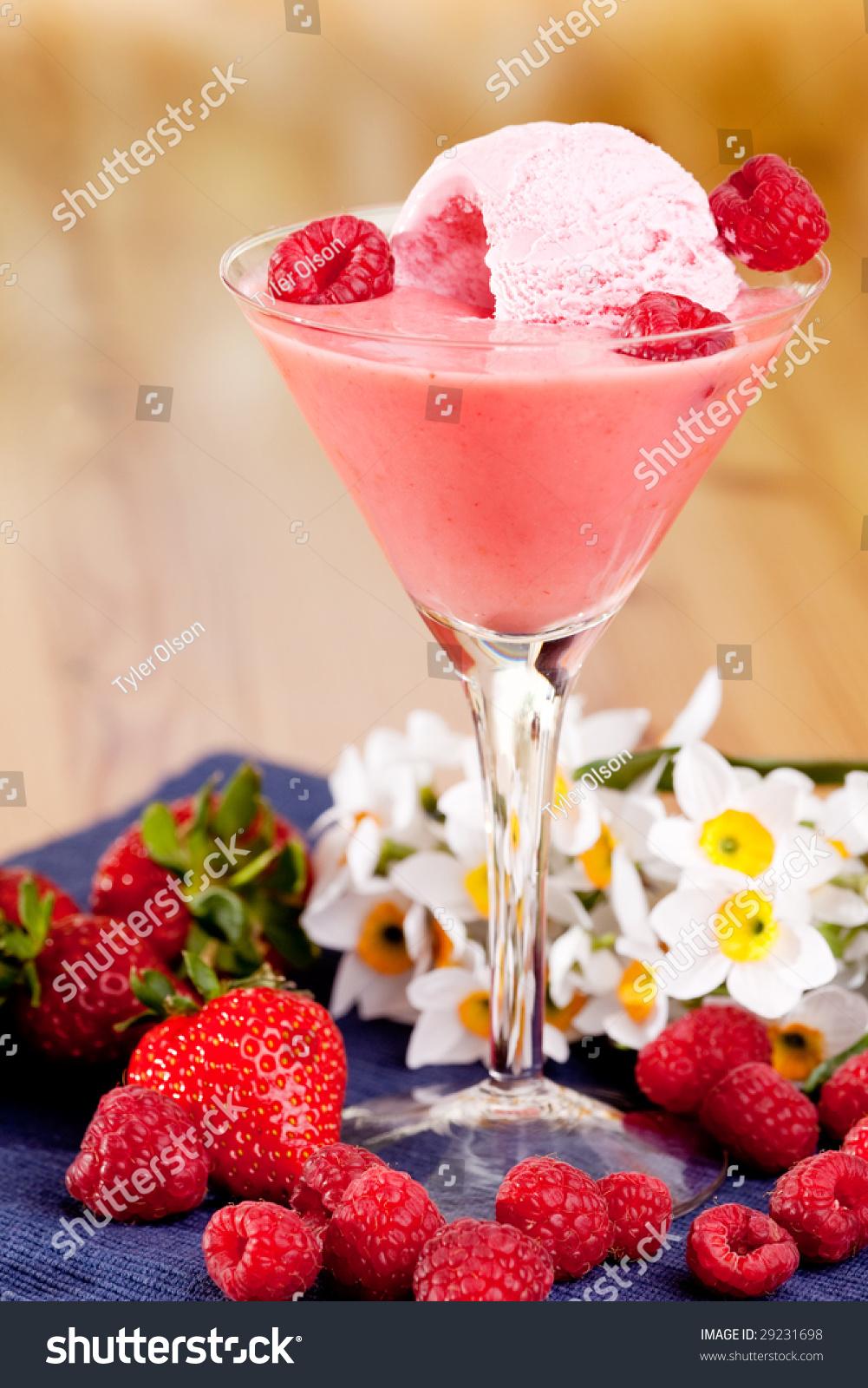 Как из мороженого с ягодами сделать коктейль