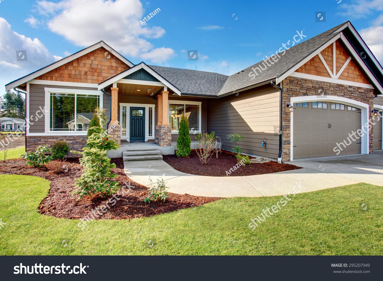 Large Modern House Walkway Lots Grass Stock Photo (Royalty Free ...