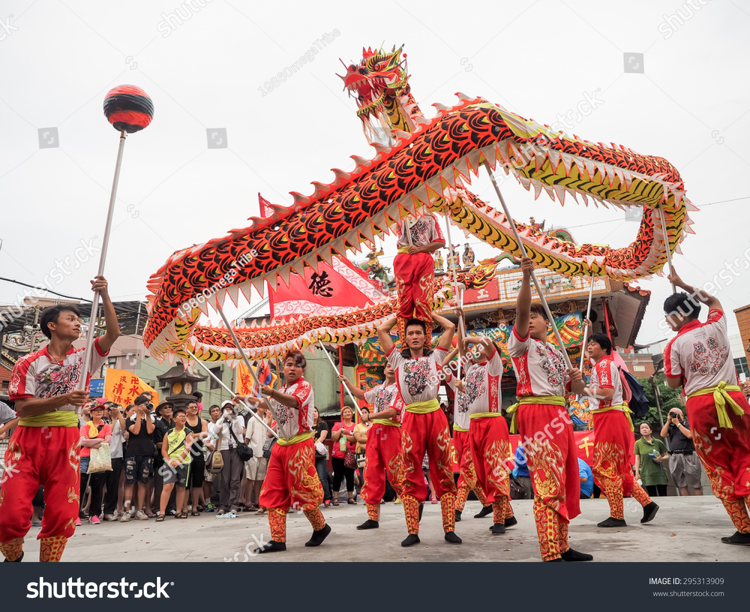 tamsuitaiwan june 21 the dragon dance show stock photo royalty free
