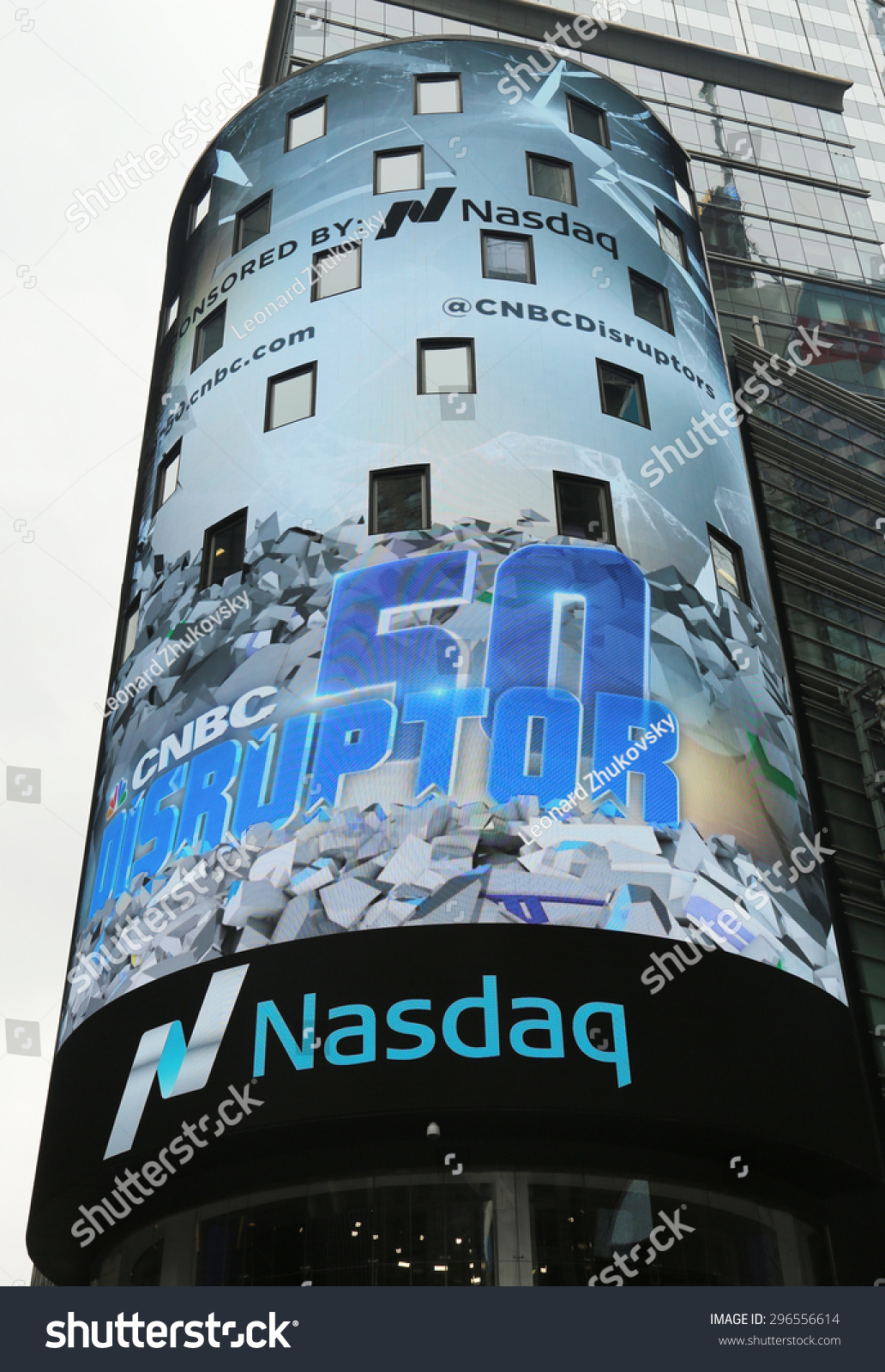a comparison of the new york stock exchange nyse and nasdaq The new york stock exchange (nyse) is the world's largest stock exchange by market capitalization of its listed companies the nyse is located in new york city, usa there are a number of differences between the two stock exchanges.