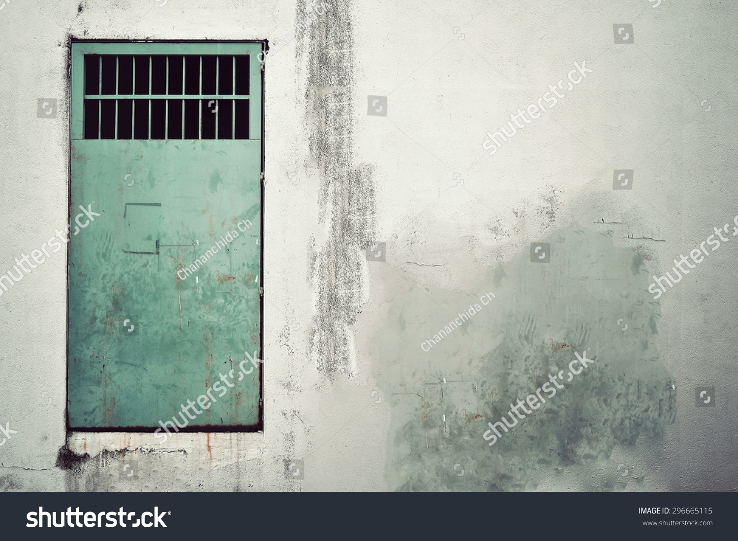 Old Metal Door On Wall Vintage Stock Photo 296665115 - Shutterstock