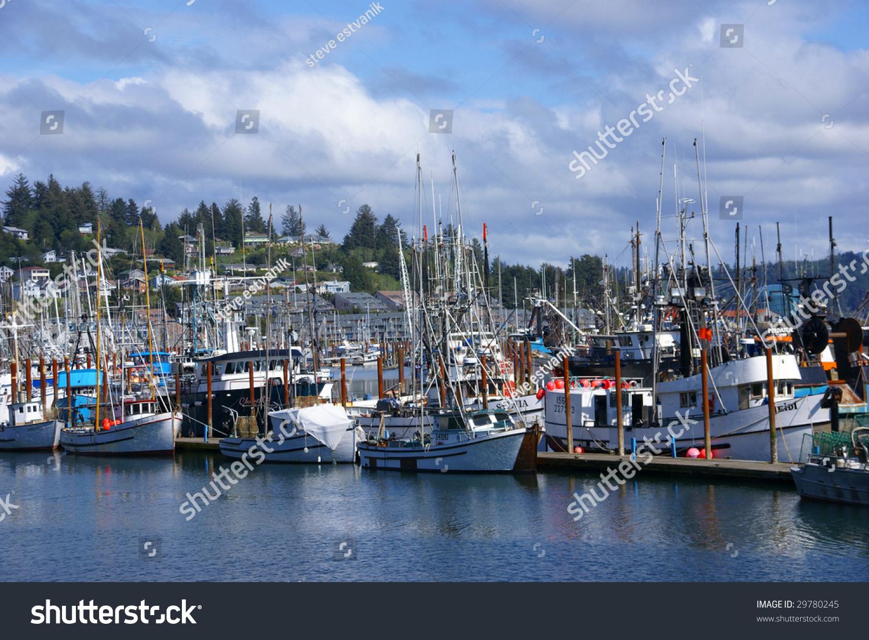 Newport oregon may 3 fishing boats in marina yaquina for Newport oregon fishing